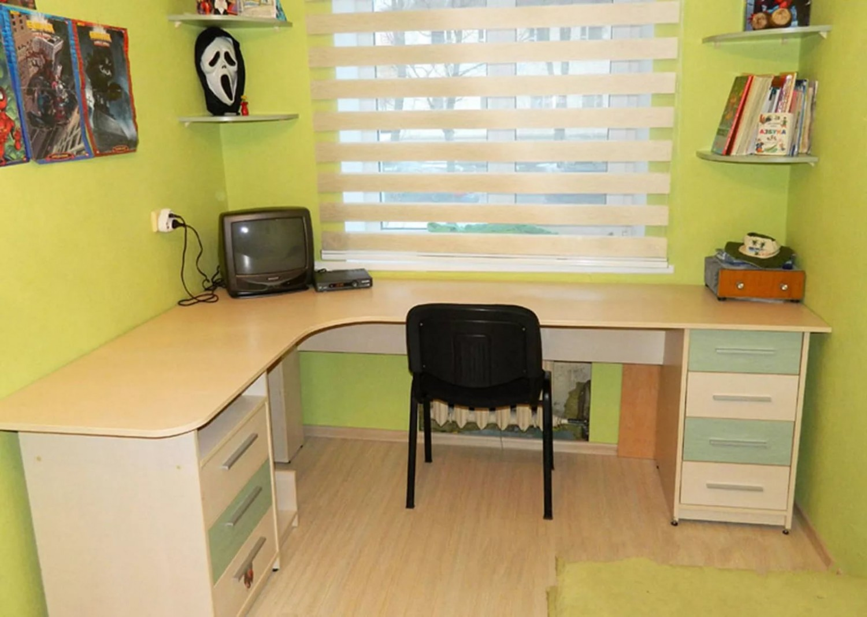 Изготовление письменных столов на заказ.